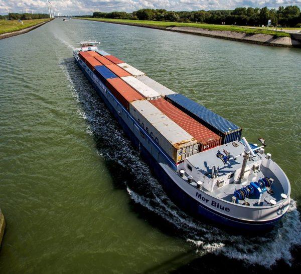 Rotterdam lanza iniciativa con DeltaPort para desarrollo de buques fluviales eco-amigables