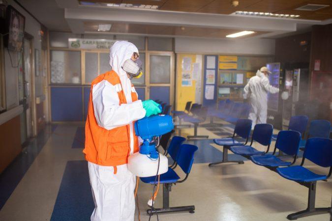 Galería: Puerto San Antonio sanitiza hospital Claudio Vicuña