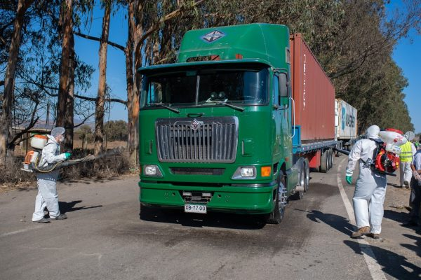 Puerto San Antonio continúa sanitizando camiones en Ruta de la Fruta