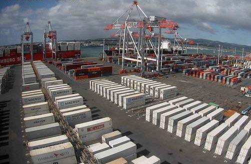 Puerto de Tauranga traslada su nueva grúa STS a su posición final