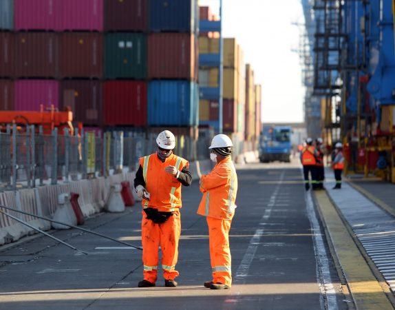 Movimiento de contenedores cae 28% en Puerto Valparaíso según reporte de la Cepal
