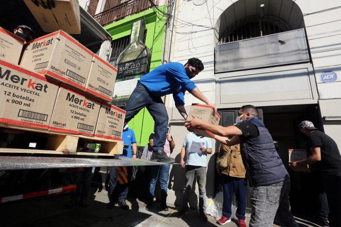 Puerto Valparaíso y concesionarios entregan cajas de alimento a familias de portuarios