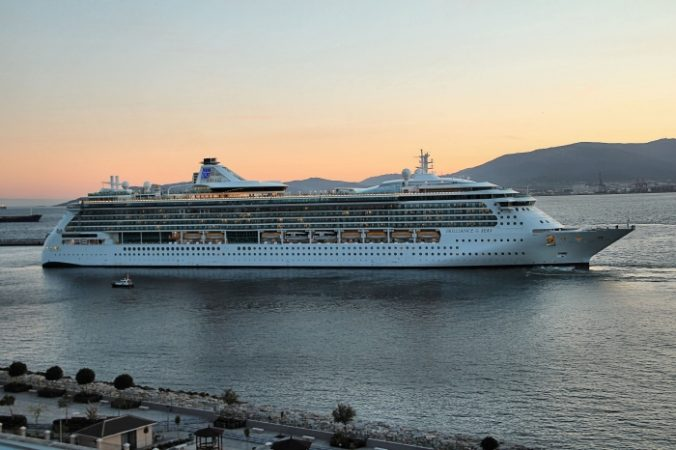 Royal Caribbean valora ayuda de Gibraltar en repatriación de tripulantes