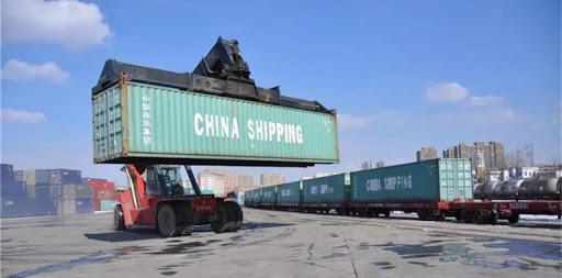 Servicio de carga terrestre-marítimo de China crece en primer semestre