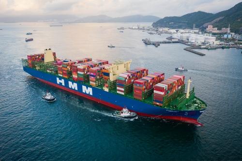 Hong Kong Seaport Alliance recibe a uno de los buques portacontenedores más grande del mundo