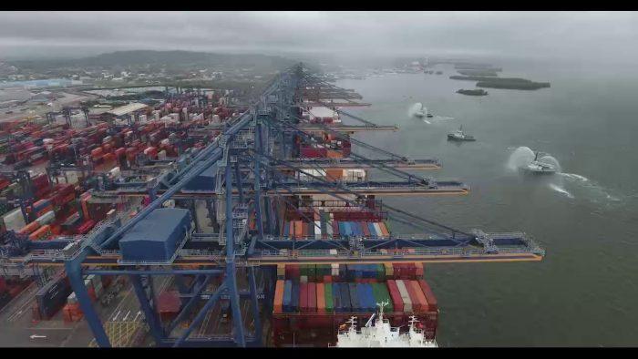 Video: Contecar atiende de forma simultánea a dos naves de la clase Valparaiso Express