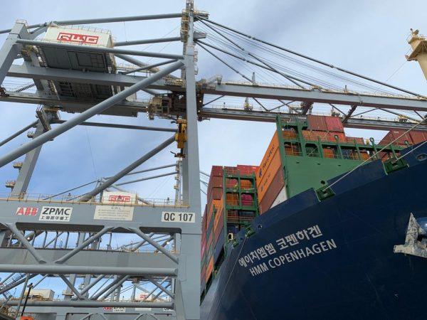 HMM Copenhagen realiza escala inaugural en Rotterdam