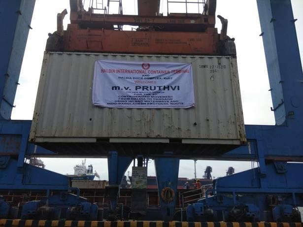 Asia: Buque portacontenedores llega a Bangladesh desde India utilizando por primera vez vías navegables interiores