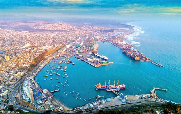 Terminales del Puerto de San Antonio atienden 74 naves en octubre