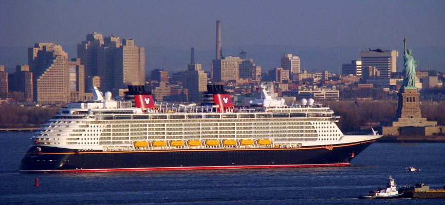 Más de 12 mil tripulantes aún no pueden desembarcar de cruceros en Estados Unidos