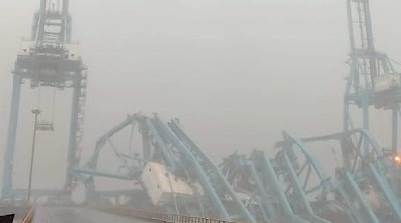 VIDEO | Puerto de Mumbai ve el colapso de tres grúas por fuertes vientos