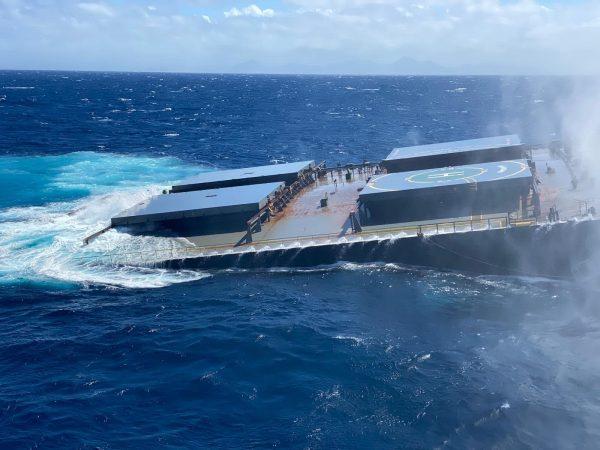Galería: Parte delantera del MV Wakashio es hundida en Mauricio