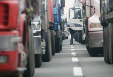 """Dirigente del transporte de carga considera """"tremendamente complejo"""" llegar  a los puertos de todo Chile - PortalPortuario"""
