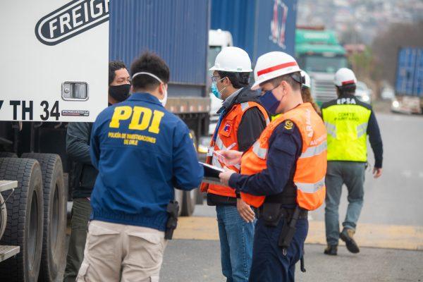 Puerto San Antonio y organismos públicos realizan fiscalización a camiones en Nodo Logístico