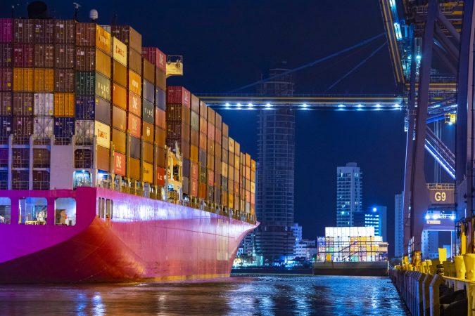 Puerto de Cartagena recibe por primera vez un buque magenta de ONE