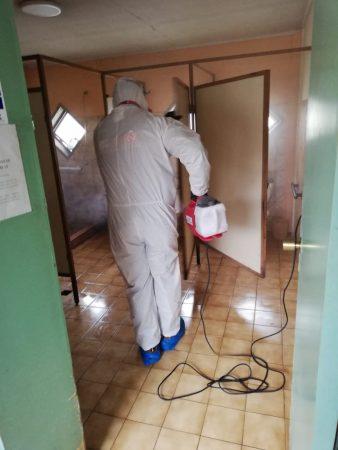 Puerto San Antonio sanitiza hogares de adultos mayores