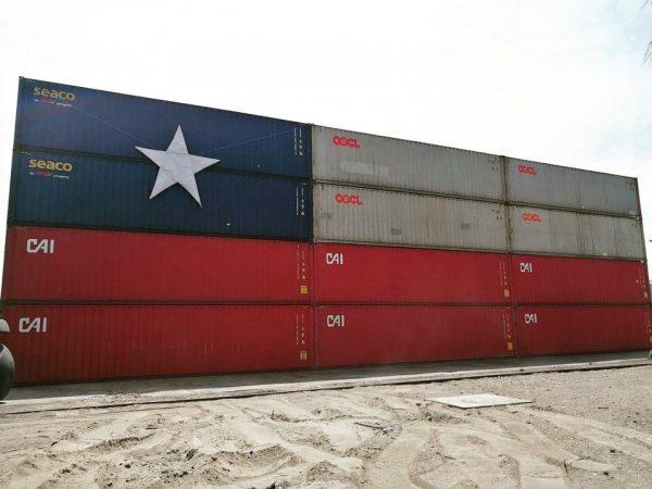 Terminal Puerto Arica monta bandera chilena con contenedores
