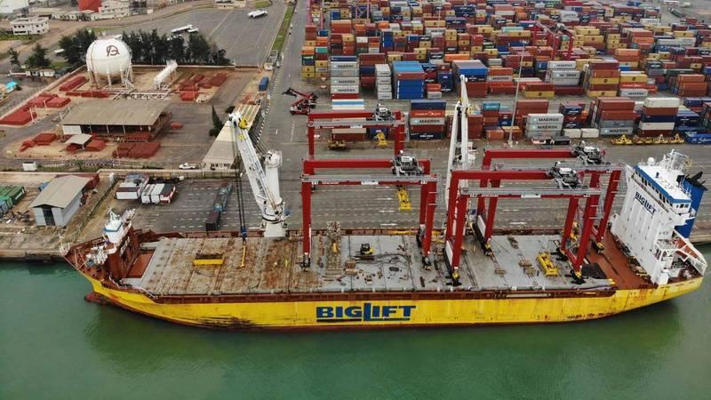 África: Benin Terminal recibe dos nuevas grúas RTG para el Puerto de Cotonou