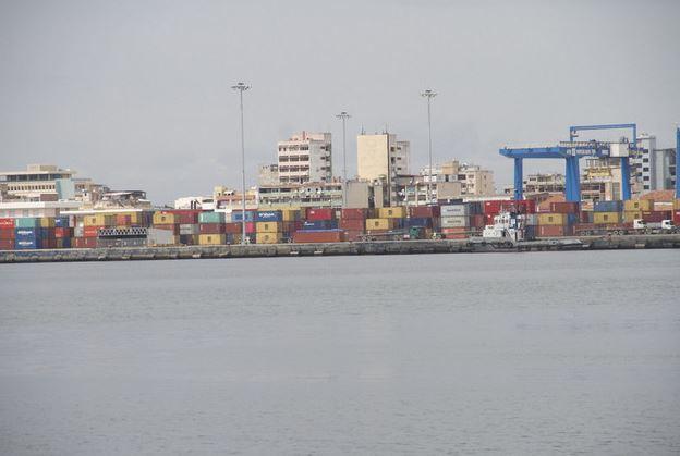 Gobierno de Angola pretende transformar sus puertos en centros de transbordo para África