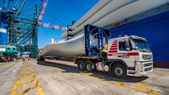 Galería: DP World San Antonio descarga torres eólicas para proyecto La Estrella