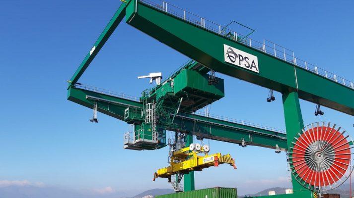 Italia: Dos nuevas grúas ferroviarias entran en funcionamiento en PSA Pra'
