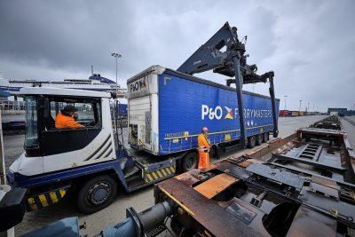 P&O Ferrymasters y DP World comienzan a implementar servicios marítimos y logísticos  integrados - PortalPortuario