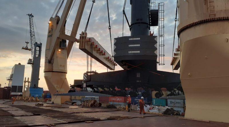 Despachan grúa móvil desde el Puerto de Iquique a Antofagasta -  PortalPortuario