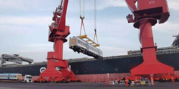 Nuevos trenes de EFE zarpan desde el Puerto de Qingdao hacia San Antonio -  PortalPortuario