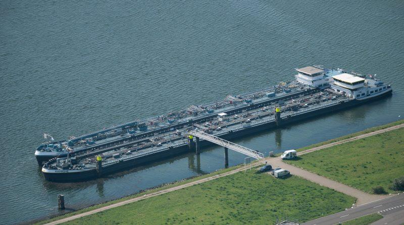 Autoridad del Puerto de Rotterdam realizará nueva prueba con amarre mixto  para carga peligrosa - PortalPortuario