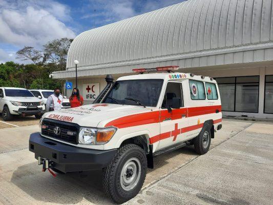 Prácticos del Canal de Panamá colonenses entregan ambulancia a la Cruz Roja