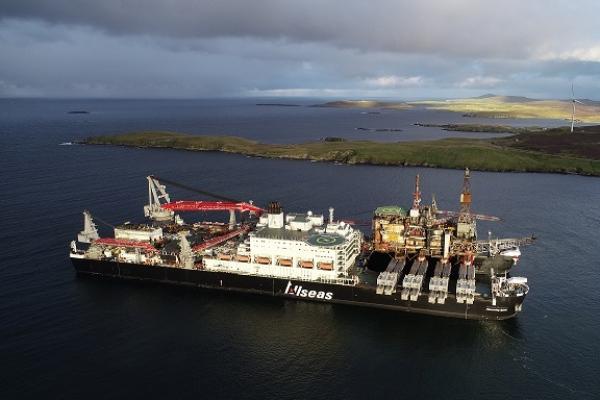 Llaman a lugareños a mirar operación marina en Puerto de Rosyth