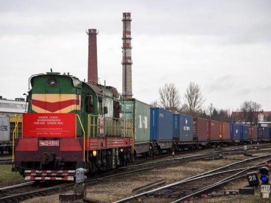 Ciudad china reporta aumento de transporte de cargas en trenes a Europa
