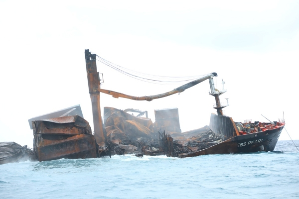 Galería: Siniestrado X-Press Pearl se asienta a 21 metros de profundidad frente a la costa de Sri Lanka