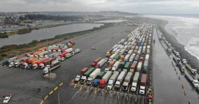 Video: Continúa bloqueo de camioneros en acceso a San Antonio Terminal Internacional