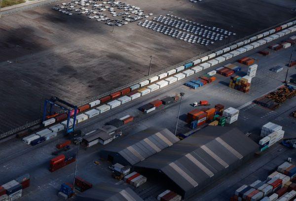 Volume de carga movimentada por ferrovia aumenta 25% nos portos do Paraná