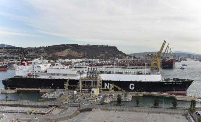 Naturgy entrega la primera carga de GNL carbono neutral en España