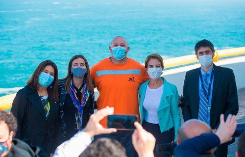 Las autoridades destacaron la presencia del trabajador portuario Héctor Calderón en la actividad.