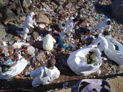 Comunidad Logística de Puerto Antofagasta participa en limpieza del borde costero