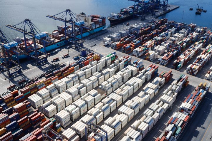 Volume de carga movimentada em contêineres aumenta 13% no Porto de Paranaguá