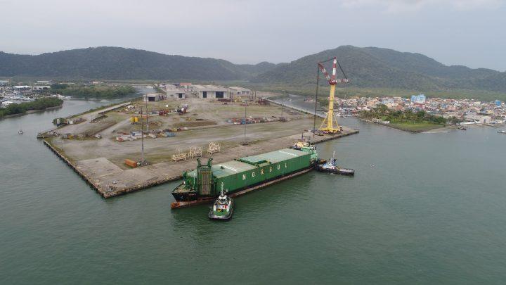 Wilson Sons faz docagem do maior navio em 80 anos de história de seu estaleiro no Guarujá